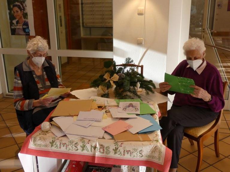 Schülerinnen des Gymnasiums Maria Ward schicken Weihnachtsgrüße an unsere Bewohner